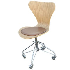 Modern Series 7 Task Chair by Fritz Hansen Arne Jacobsen
