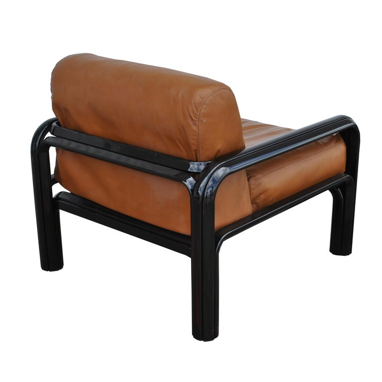 Mid-Century Modern Pair of Knoll Midcentury Gae Aulenti Lounge Chairs For Sale