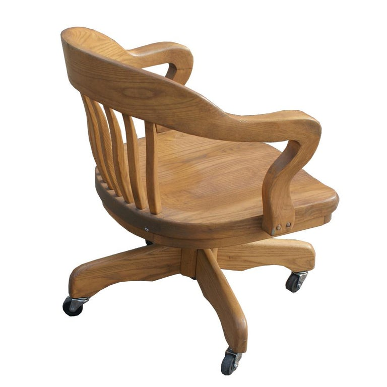 Oak Bank of England Chair In Good Condition For Sale In Pasadena, TX
