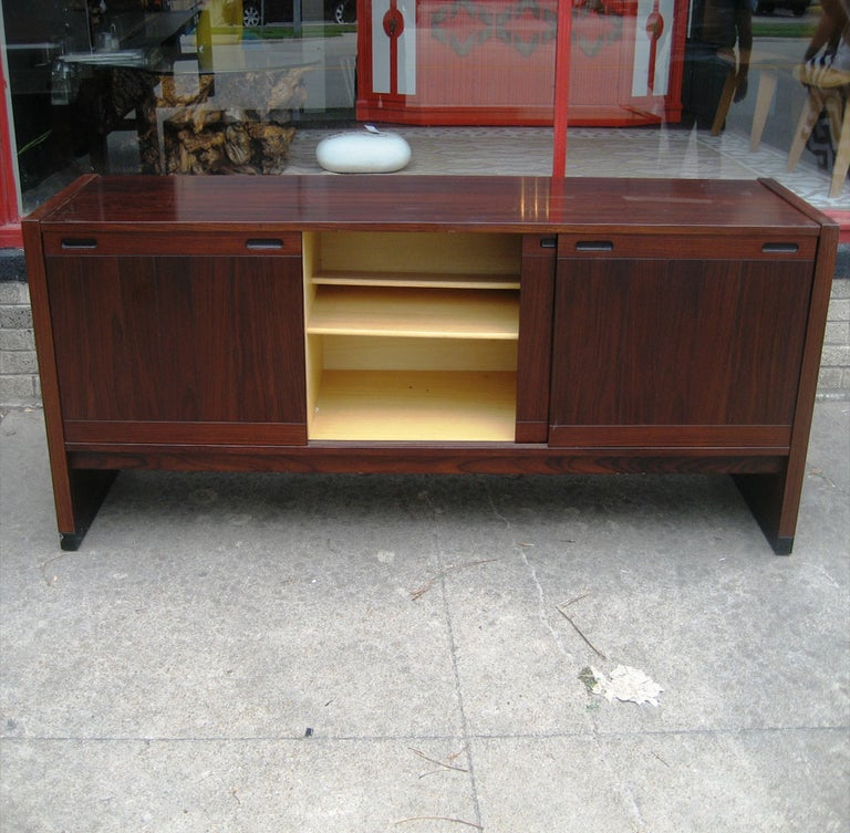 Vintage Mid-Century Modern Dyrlund / Drylund Rosewood Credenza In Good Condition For Sale In Pasadena, TX