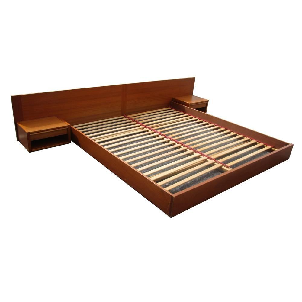 Danish king size vintage midcentury platform bed at 1stdibs - Kingsize platform beds ...