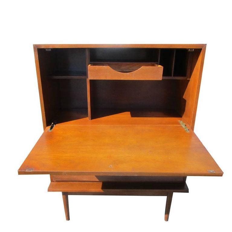 Vintage mid century american of martinsville highboy for Mid century american furniture