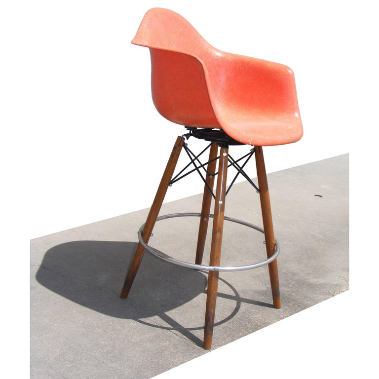 1 Vintage Mid-Century Eames H Miller Fiberglass Arm Shell Chair Walnut Bar Stool In Good Condition For Sale In Pasadena, TX