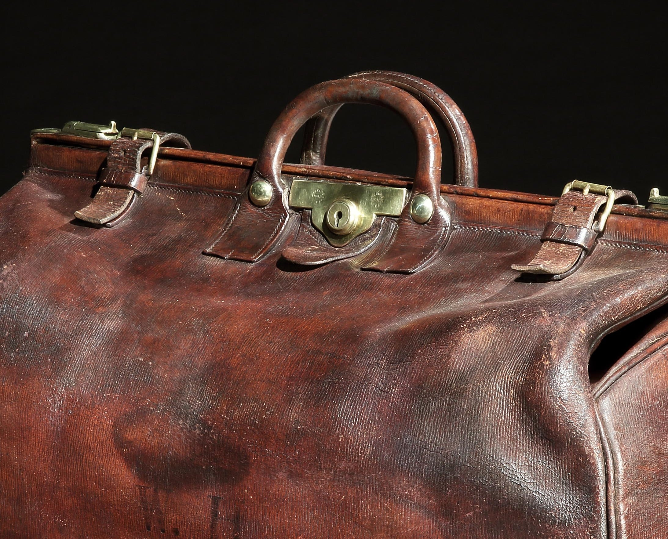 a1ce1267ef2e Leather Gladstone Bag