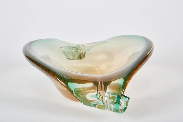 This vintage Murano glass centerpiece has two scrolls on either side of it with a beautiful gradient of green and gold.