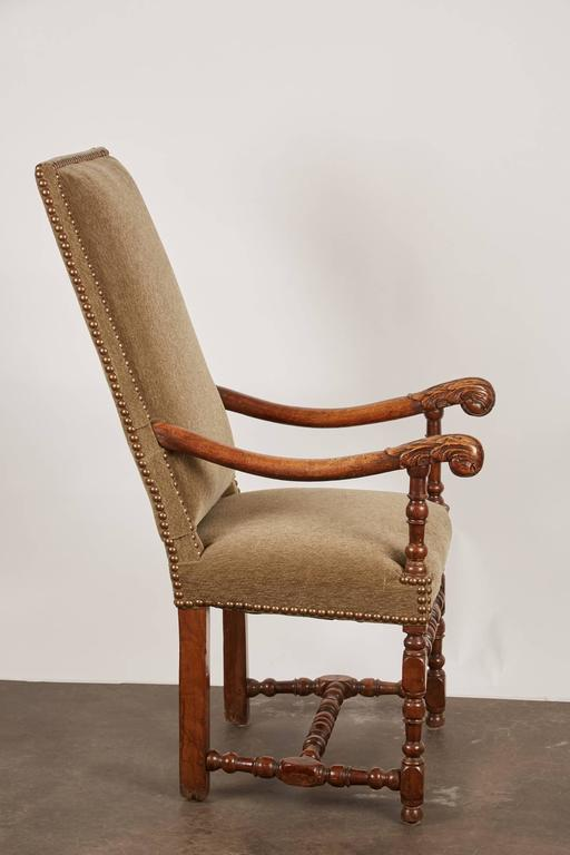 17th Century Louis XIII French Walnut Armchair In Good Condition For Sale In South Pasadena, CA