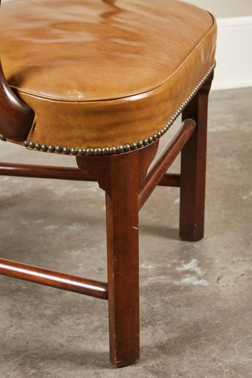 Pair of Mid-20th Century Kittinger Mahogany and Leather Armchairs For Sale 3