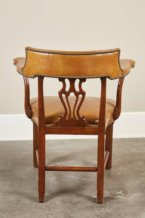 Pair of Mid-20th Century Kittinger Mahogany and Leather Armchairs In Good Condition For Sale In South Pasadena, CA