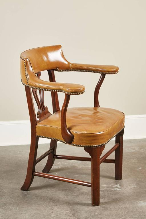 Mid-Century Modern Pair of Mid-20th Century Kittinger Mahogany and Leather Armchairs For Sale