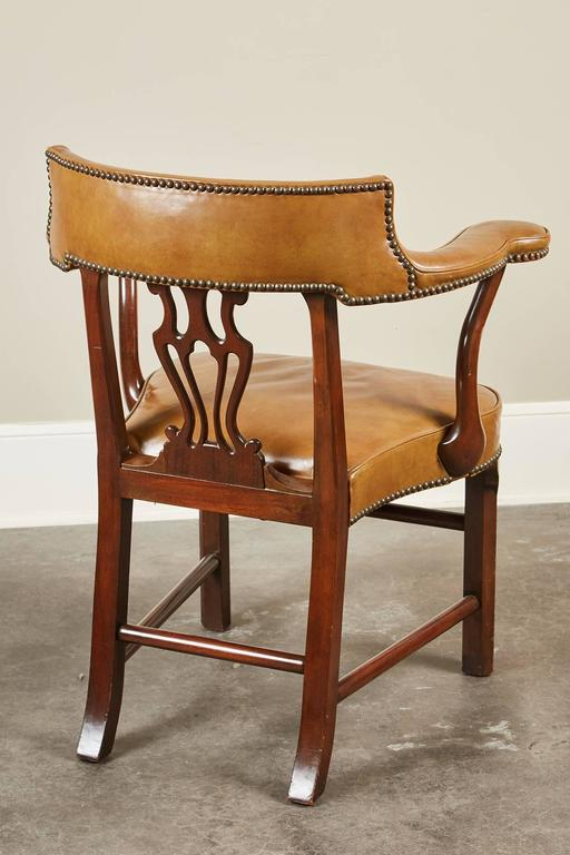 Pair of Mid-20th Century Kittinger Mahogany and Leather Armchairs For Sale 1