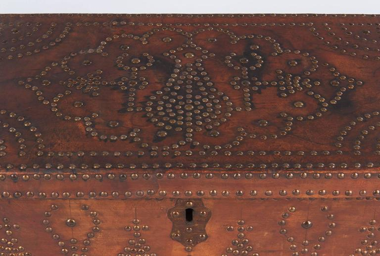 French Louis XIII Leather Trunk with Antique Nailhead Trim, Early 1800s For Sale 1