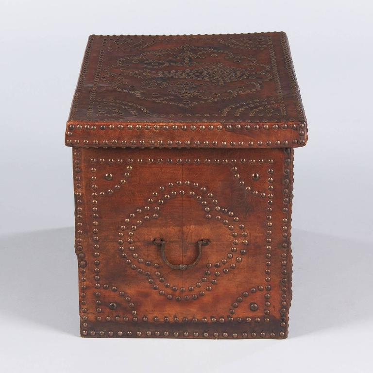 French Louis XIII Leather Trunk with Antique Nailhead Trim, Early 1800s For Sale 2
