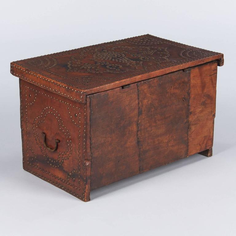 French Louis XIII Leather Trunk with Antique Nailhead Trim, Early 1800s For Sale 4
