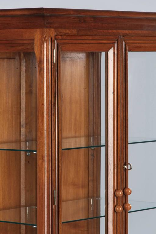 Mid-20th Century French Art Deco Walnut Display Cabinet or Bookcase, 1930s For Sale