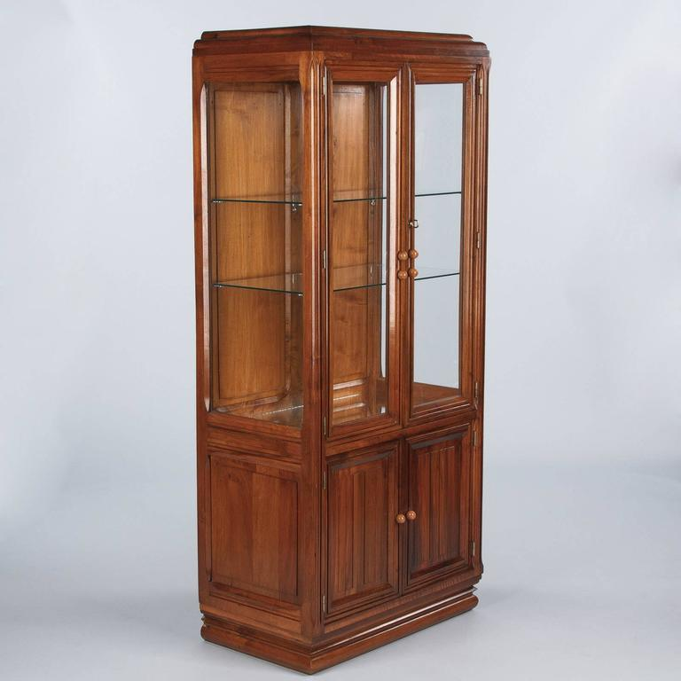 French Art Deco Walnut Display Cabinet or Bookcase, 1930s In Good Condition For Sale In Austin, TX