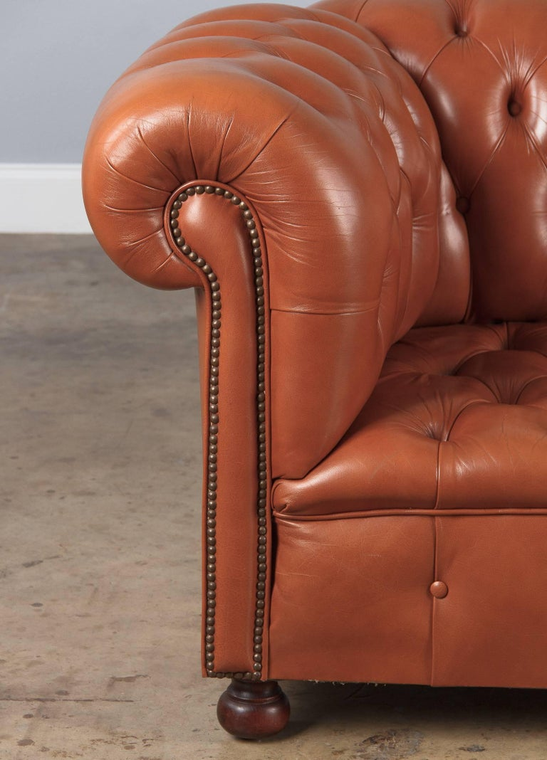 Vintage English Leather Chesterfield Sofa, 1960s In Good Condition For Sale In Austin, TX
