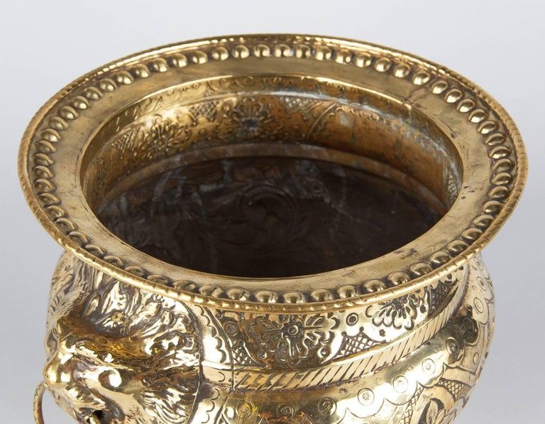 French Renaissance Style Sculpted Brass Wine Cooler, 1870s In Good Condition For Sale In Austin, TX