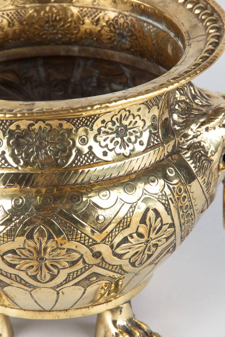 French Renaissance Style Sculpted Brass Wine Cooler, 1870s For Sale 1