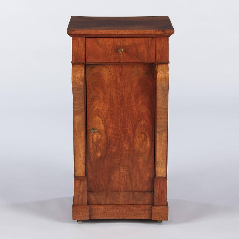 French Restoration Period Walnut Bedside Cabinet, 1820s For Sale 3