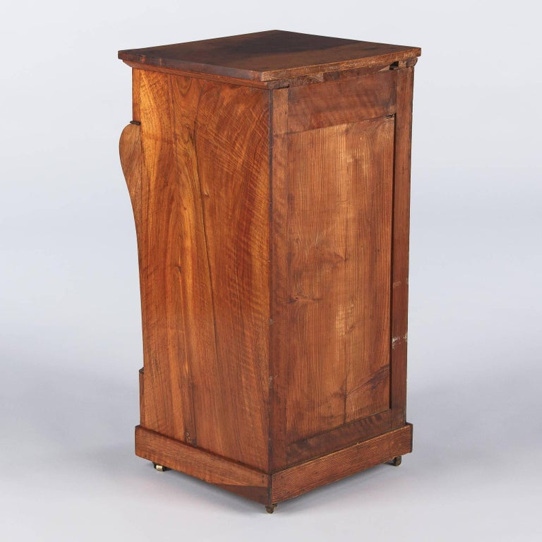 French Restoration Period Walnut Bedside Cabinet, 1820s For Sale 4