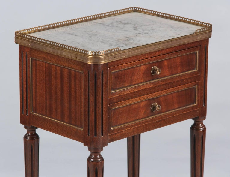 Louis XVI Style Marble-Top Bedside Cabinet, 1920s In Good Condition For Sale In Austin, TX