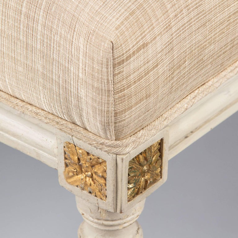 Louis XVI Style Upholstered Painted Ottoman, France, Early 1900s For Sale 2