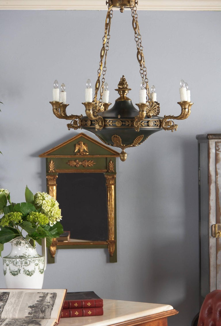 French Empire Style Green Tole and Bronze Chandelier, 1900s For Sale 4