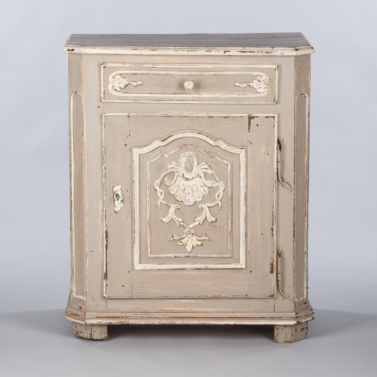 French Louis XIV Painted Oak Confiturier Cabinet, 18th Century In Good Condition For Sale In Austin, TX