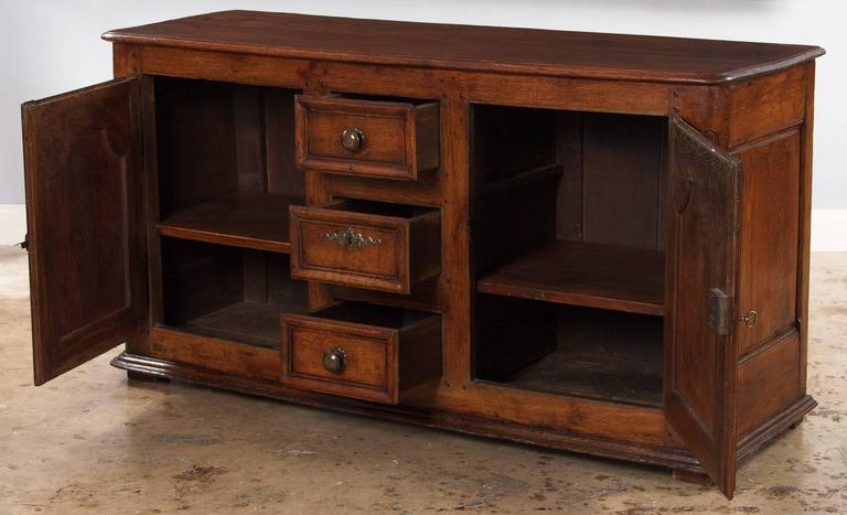 18th Century and Earlier 18th Century French Louis XIV Oak Buffet For Sale