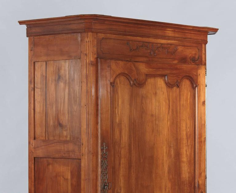 French Louis XV Cherrywood Bonnetiere Armoire, 18th Century In Good Condition For Sale In Austin, TX