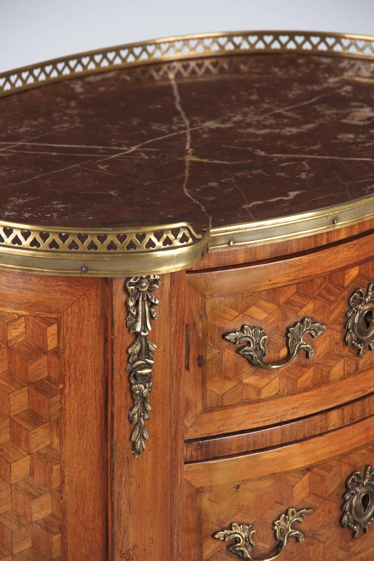 Louis XV-Louis XVI Transition Marquetry Chest with Marble Top, 1900s For Sale 5