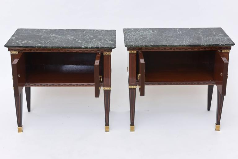 Pair of Italian Modern Rosewood and Walnut Inlaid Nightstands, Paolo Buffa In Excellent Condition For Sale In Miami, FL
