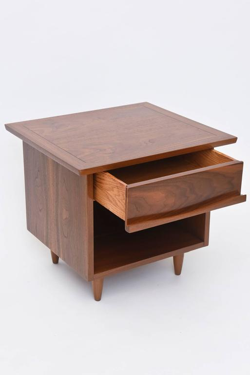 Mid-Century Modern Pair of American Modern Walnut Night Tables, George Nakashima For Sale