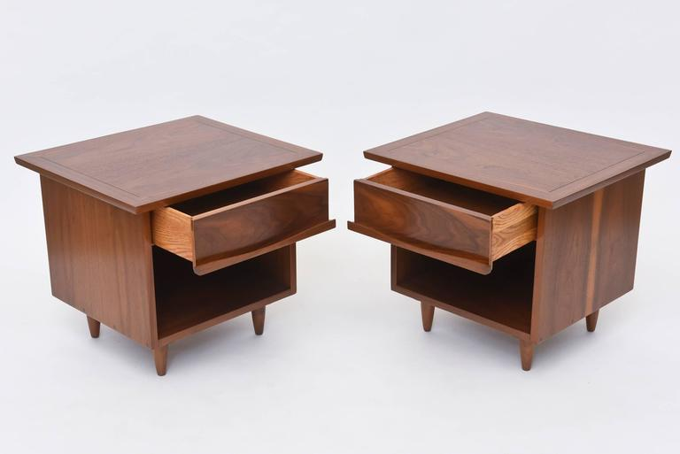 Pair of American Modern Walnut Night Tables, George Nakashima For Sale 2