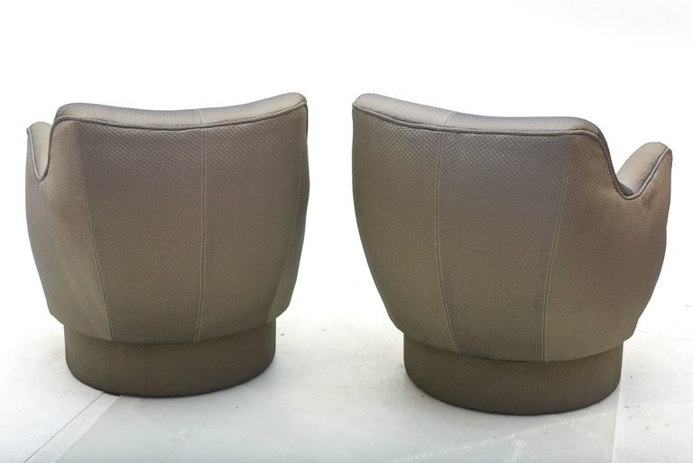 Early and Rare American Modern Pair of Barrel Swivel Chairs, Vladimir Kagan In Good Condition For Sale In Hollywood, FL