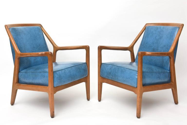Mid-Century Modern Pair of Italian Modern Walnut Armchairs, Carlo di Carli For Sale