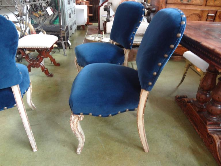 Early 20th Century Set of Six Antique French Louis XV-XVI Style Painted and Gilt Dining Chairs For Sale