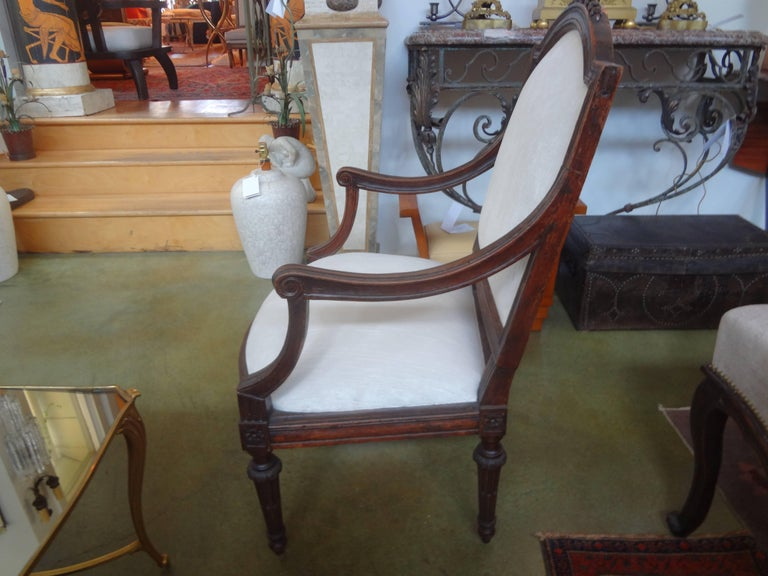 Neoclassical Pair of 18th Century Italian Walnut Chairs For Sale