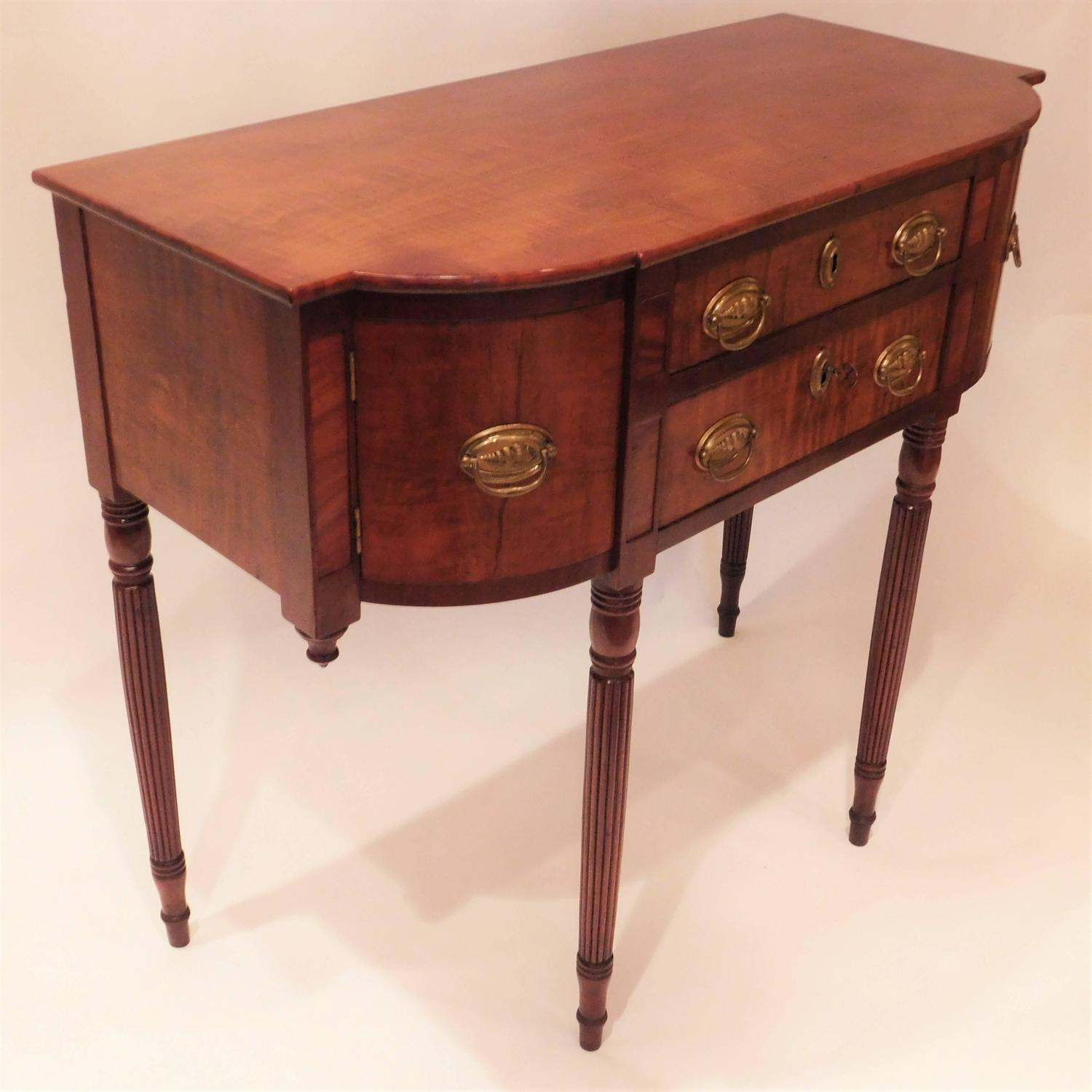 petite sheraton sideboard or console probably new england. Black Bedroom Furniture Sets. Home Design Ideas