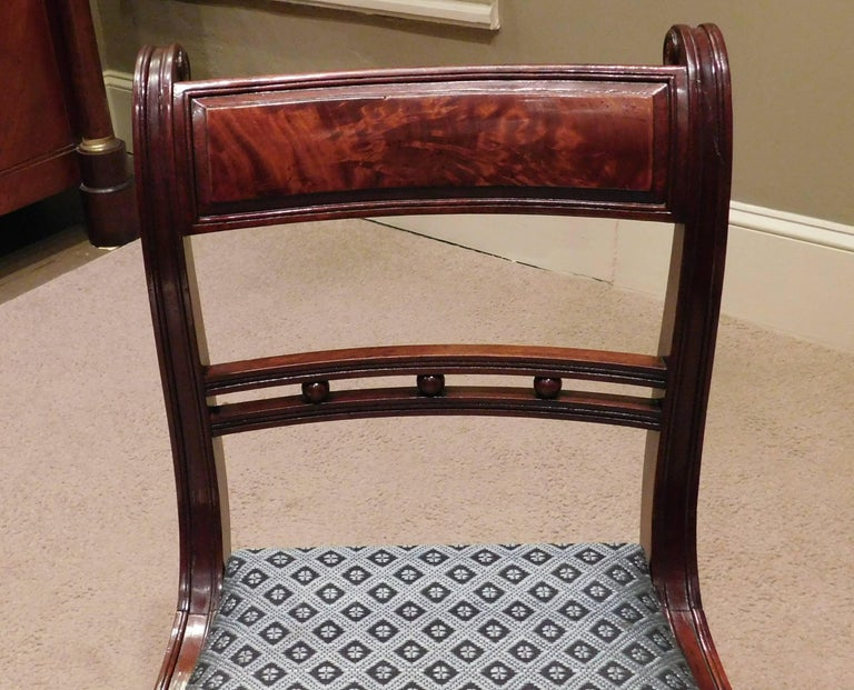 Mahogany Set of 12 Classical Klismos Dining Chairs, circa 1815, Probably Philadelphia For Sale