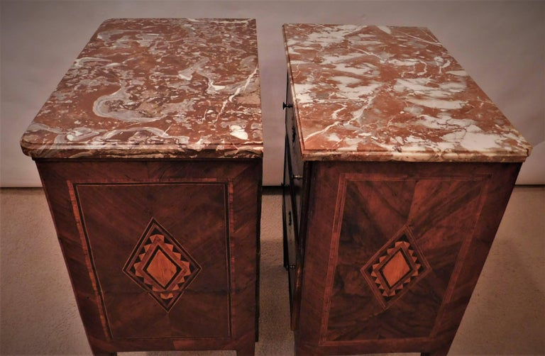Assembled Pair of Italian Neoclassical Marble-Top Small Commodes, circa 1810 For Sale 3
