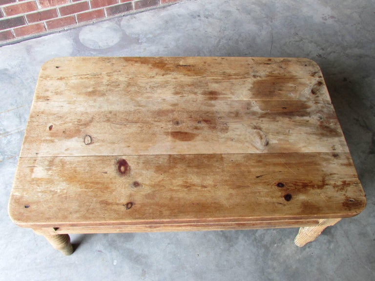 Worn and Weathered Rustic Pine Coffee Table In Distressed Condition For Sale In High Point, NC