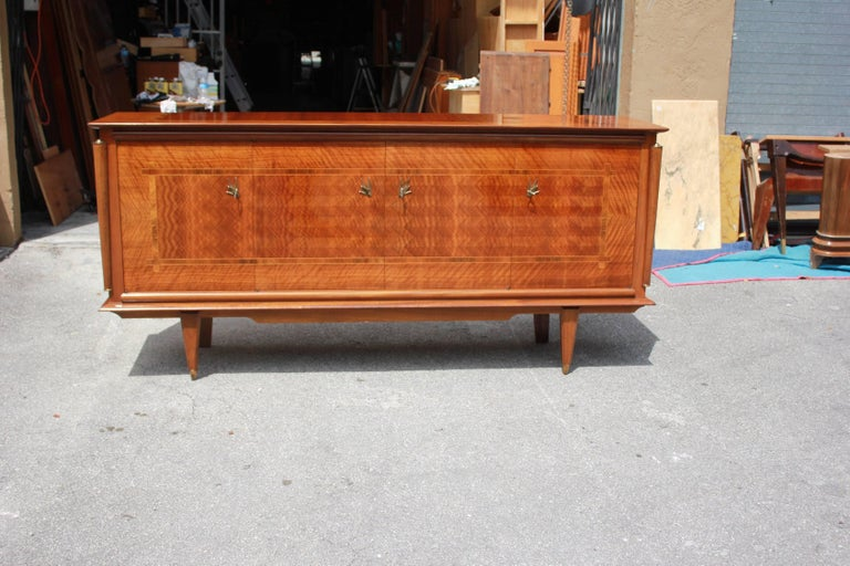 French Art Deco exotic light Macassar ebony with rosewood sideboard or buffet in perfect condition, circa 1940s. With two center drawers inside and all five shelves adjustable and you can remove the shelves if you need more space, beautiful bronze