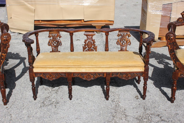 1800s Italian Renaissance Settee Sofa Couch With Two Chairs In Carved Walnut Excellent Condition For