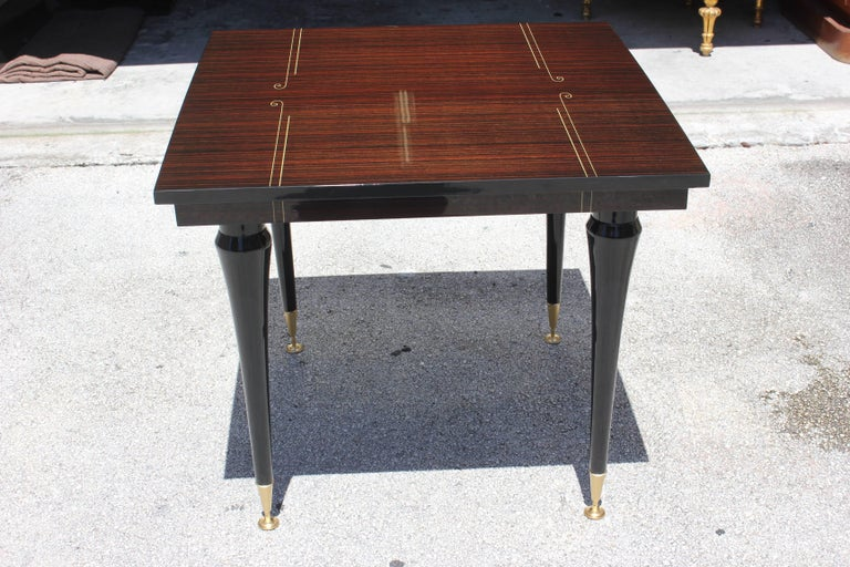 A detailed French Art Deco exotic Macassar ebony square centre or foyer table, circa 1940s. Stunning top and black lacquer legs.