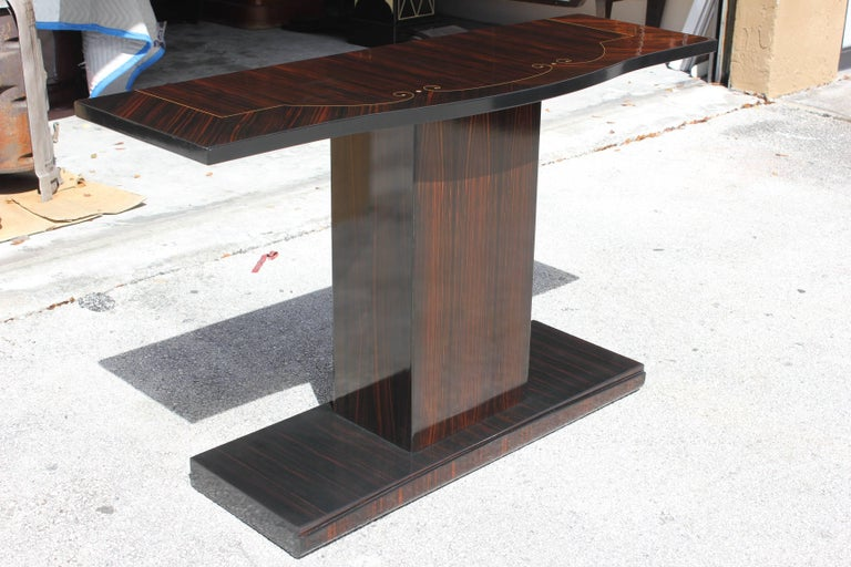 Beautiful Pair of French Art Deco Exotic Macassar Ebony Console Tables In Excellent Condition For Sale In Hialeah, FL