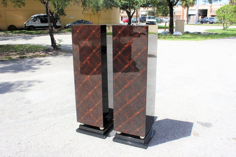 Mid-20th Century Monumental Pair of French Art Deco Exotic Macassar Ebony Pedestals MOP Accents For Sale