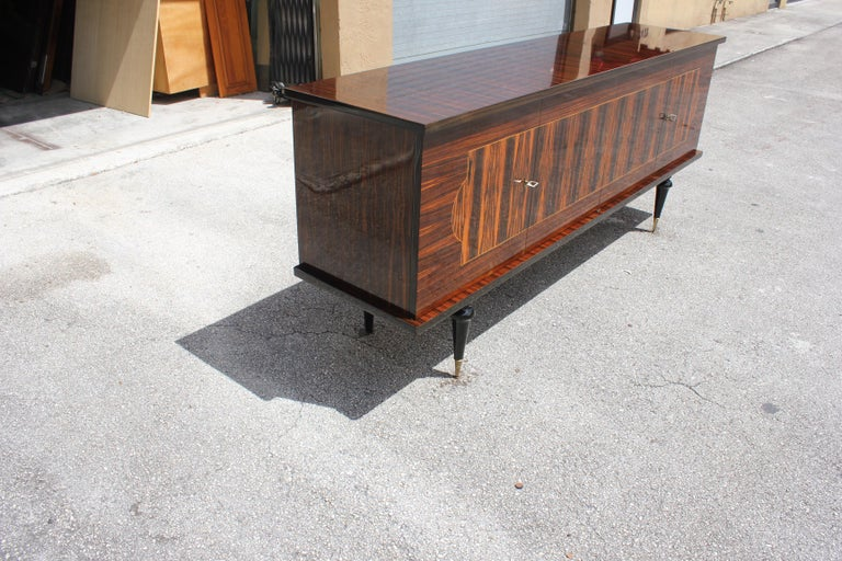 French Art Deco Exotic Macassar Ebony Sideboard or Buffet, circa 1940s In Excellent Condition For Sale In Hialeah, FL