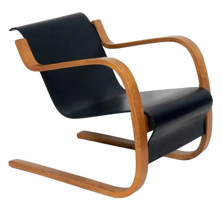 Cantilever lounge chair model 31 42 by alvar aalto at 1stdibs for Chaise alvar aalto