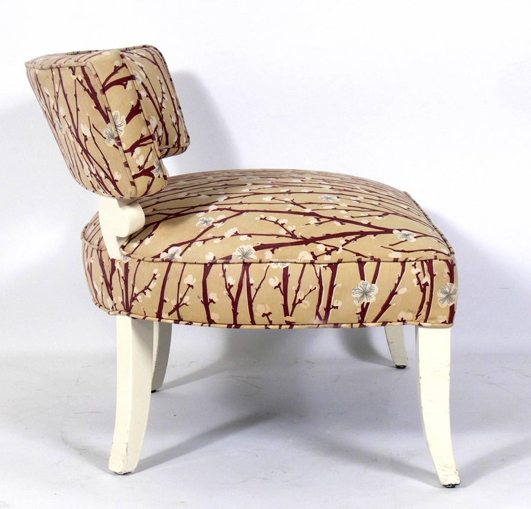 Mid-Century Modern Pair of Elegant Slipper Chairs in the Manner of Billy Haines For Sale